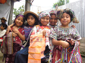 Ni�os en traje / Children in traditional clothing
